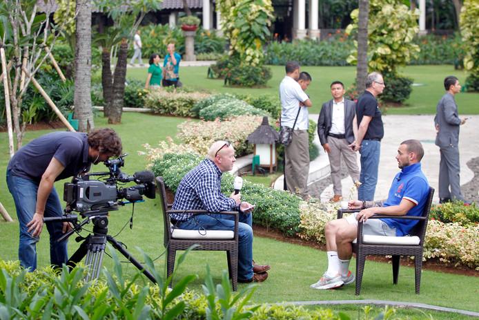 Maalderink interviewt Sneijder, in 2013 in Jakarta