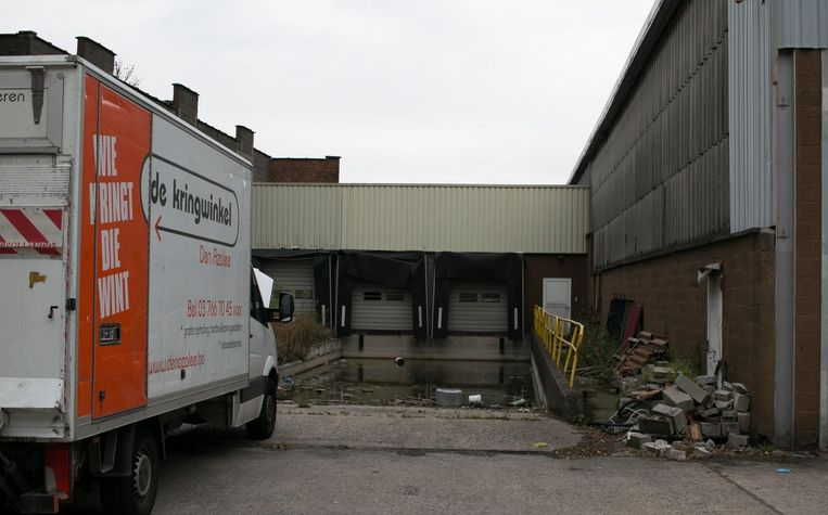 Den Azalee verwerkt jaarlijks 2.000 ton herbruikbare goederen, waarvoor het de extra industriële opslagruimte vlak ernaast zal kunnen benutten.