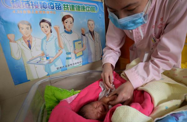 **Nieuw vaccinatiedrama: Chinese baby's kregen ondermaatse vaccins**
