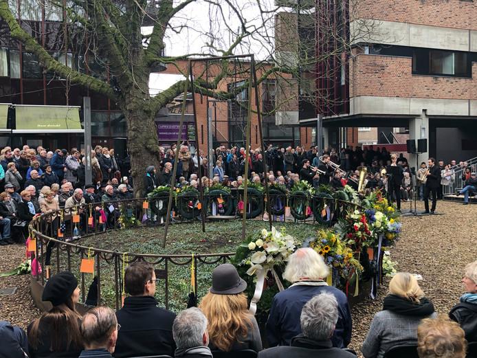 Herdenking bombardement op Nijmegen van 75 jaar gelden bij De Schommel.