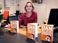 Receptioniste van gemeente De Ronde Venen bundelt anekdotes in boek