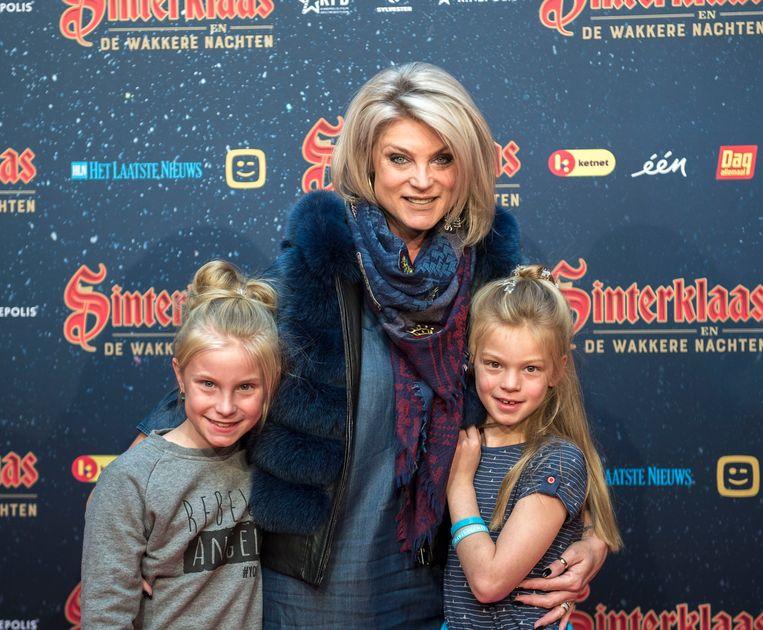 Joyce de Troch met haar dochters Alexia en Adriana.