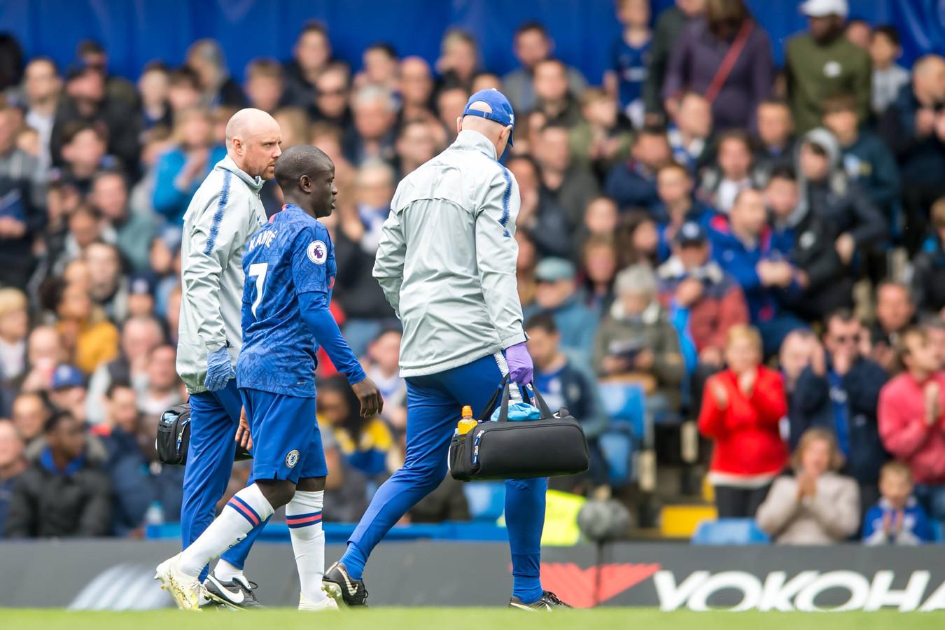 Ngolo Kanté loopt tijdens Chelsea-Watford van het veld.