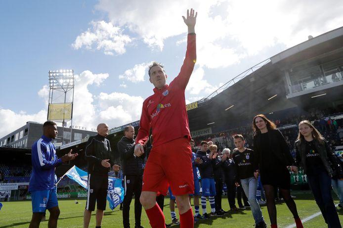 Diederik Boer neemt in mei 2019, na het thuisduel met VVV, afscheid als doelman van PEC Zwolle. De Emmeloorder, die ook 3 seizoenen als reservedoelman van Ajax fungeerde, is dan 20 jaar prof.