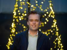 Jeroen uit Almelo is pas 27 en zet wereldwijd miljoenen om met vlaggenmast-kerstbomen