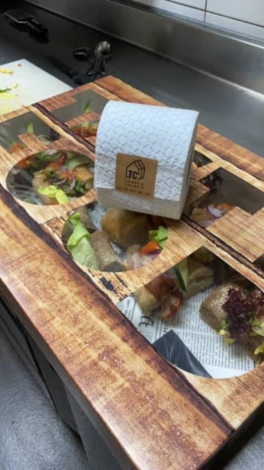 'Bij iedere bezorging een gratis toiletrol'. Het Tilburgse Tuinhuis Culinair geeft er een ludieke draai aan.