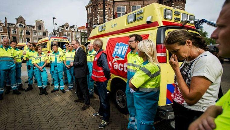 Actievoerend ambulancepersoneel op de Nieuwmarkt in augustus Beeld Robin van Lonkhuijsen