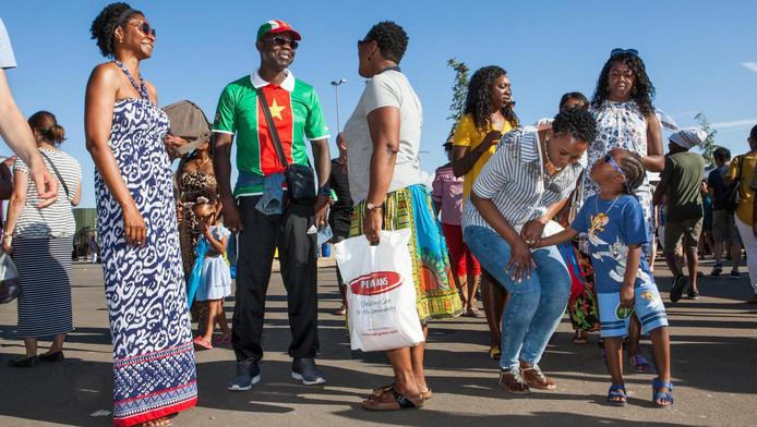 Bezoekers van het Kwaku Festival
