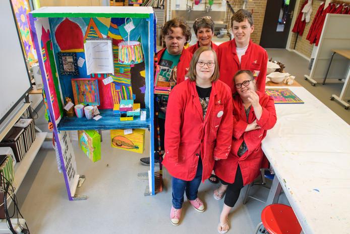 Vlnr. Damian, Jeanette (docent), Charlotte, Antoine en Chantal.