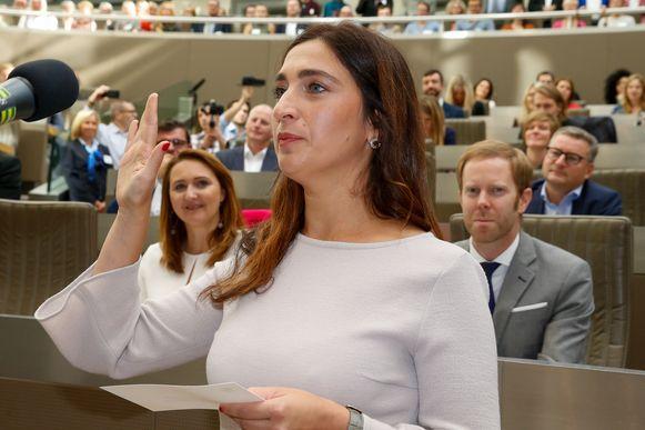 Vlaams minister Zuhal Demir (N-VA) legt de eed af.