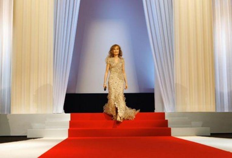 Isabelle Huppert tijdens de opening van Cannes (Trouw) Beeld