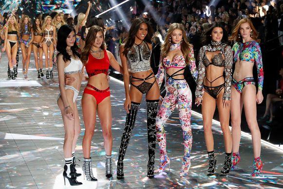 Victoria's Secret Angels op de catwalk van de jaarlijkse modeshow van het merk, op 8 november 2018.
