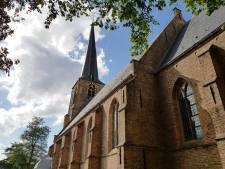 Wethouder praat met omwonenden Laurentiuskerk over het luiden van de klokken