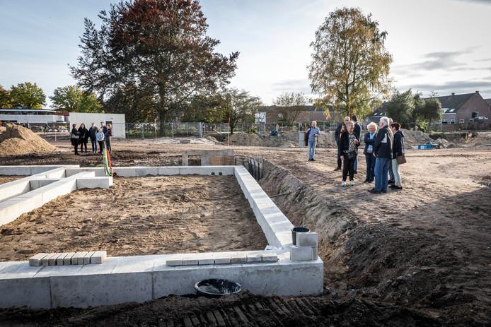 De bouw van nieuwbouwwoningen in de tuin van het Nazareth-klooster in Gemert is inmiddels gestart. archieffoto