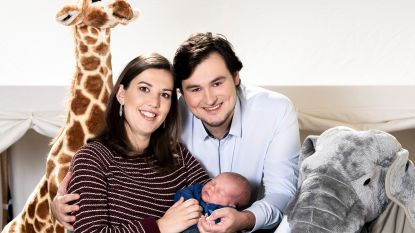 """Evelien en Nicolas uit 'Blind Getrouwd' stellen hun zoontje voor: """"Xander neemt jammer genoeg zijn nachten voor zijn dagen"""""""