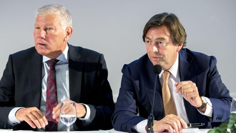 Hans Wijers, hier rechts, toen hij nog president-commissaris van Ajax was. Beeld Anp