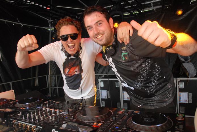 De Bossche DJ's Jorgensen en I-Rebeat tijdens hun openingsact.