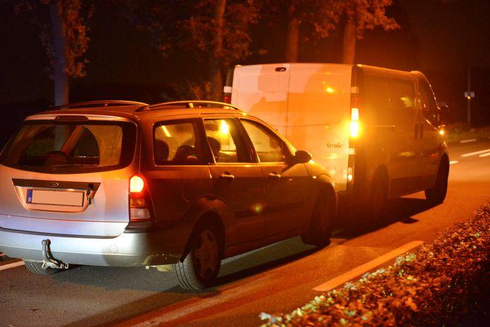 Busje stopt slingerende auto in Rijsbergen