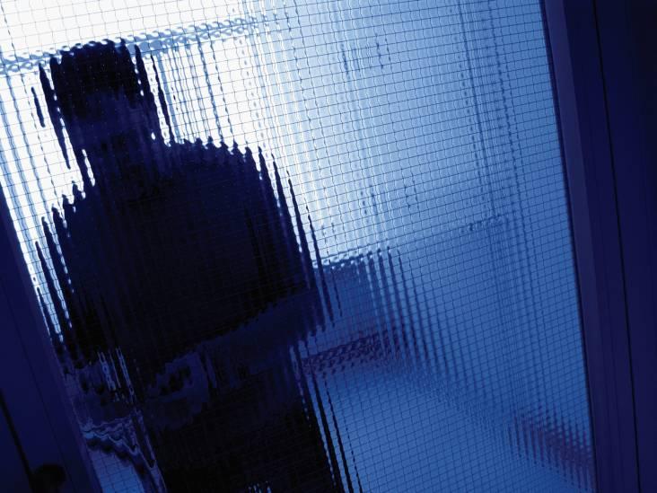 Man des huizes gestoken met schroevendraaier bij inbraak: mannen dachten wiet in woning te vinden