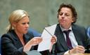 De ministers Jeanine Hennis van Defensie (VVD) en Bert Koenders van Buitenlandse Zaken (PvdA) zaken praten met de Tweede Kamer over de Artikel 100 brief inzake de Nederlandse bijdrage aan de NAVO-missie in Afghanistan (in 2014).