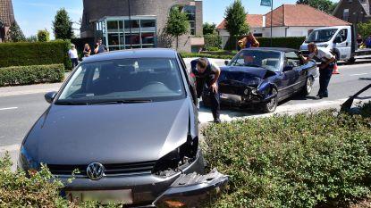 94-jarige bestuurder gewond na botsing in Ieperstraat