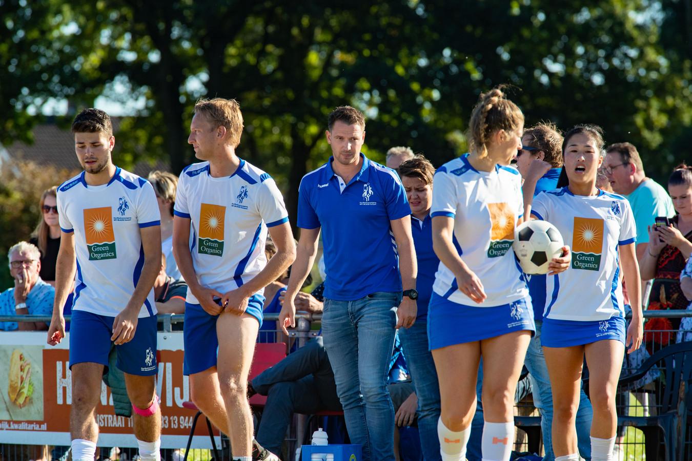 Trainer Marc Houtman was met Wit-Blauw weer de sterkste in de derby van Kampen.