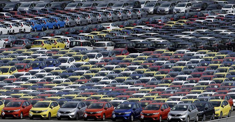 In de haven van het Japanse Yokohama wachtten rijen Honda's op het moment dat ze verscheept worden, juni 2015. Beeld Toru Hanai / Reuters
