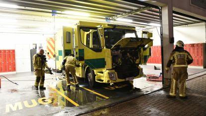 Ziekenwagen vat vuur in garage spoeddienst UZA