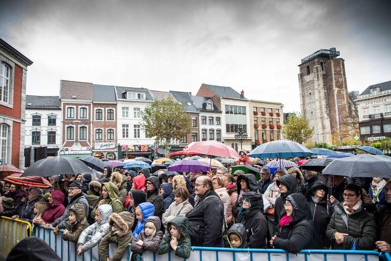 Ondanks de regen zakten zo'n 550 fans af naar het Truiense Groenplein.