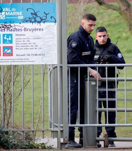 """Un homme poignarde des passants au hasard près de Paris: un mort, un blessé en """"urgence absolue"""""""