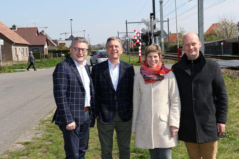 V.l.n.r.: minister Koen Van Den Heuvel, Servais Verherstraeten en Geelse schepenen Griet Smaers en Ben Van Looveren.