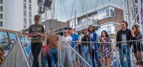 Bezoekers bevrijd uit vastgelopen zweefmolen op Tilburgse kermis