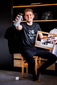 Derek maakt in 365 dagen, 365 unieke T-shirts en 365 foto's