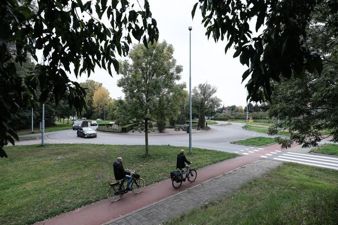 De rotonde met de fiets- en voetgangersoversteek die er nu is tussen de Auroraweg (Dichteren) en de Vancouverstraat (naar De Hoop). Archieffoto: Jan van den Brink