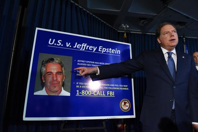 Epstein wordt aangeklaagd voor kindermisbruik.