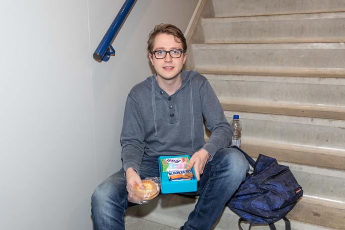 Jochem Boer (18) zorgde ervoor dat hij zacht eten mee had.
