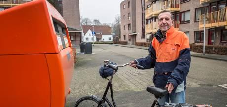 Het wordt stil in de wijk: zingende postbode Toon gaat na 50 jaar met pensioen