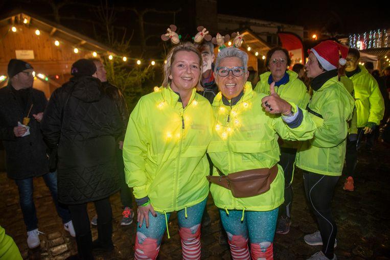 De lopers van Lola4Life arriveren op de Kerstmarkt in Kalken.