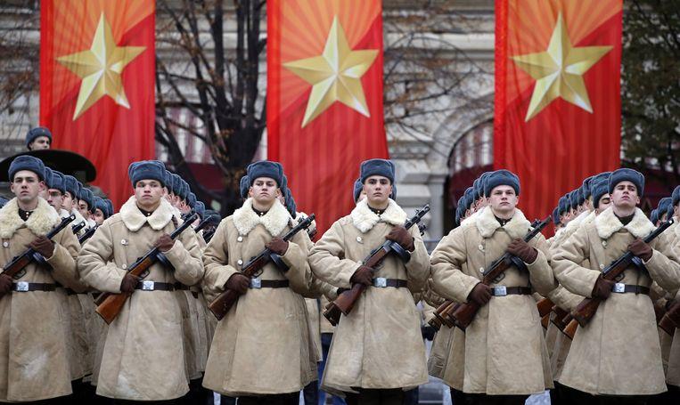 Militaire parade op het Rode Plein, Moskou. Beeld EPA, Yuri Kochetkov