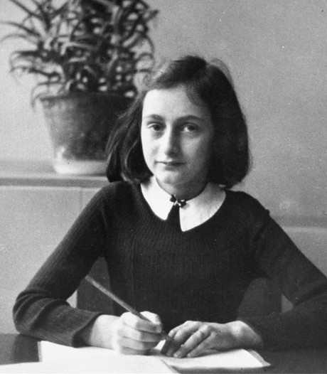Satirisch studentenblad gaat grof de fout in met bewerkte foto 'sexy' Anne Frank