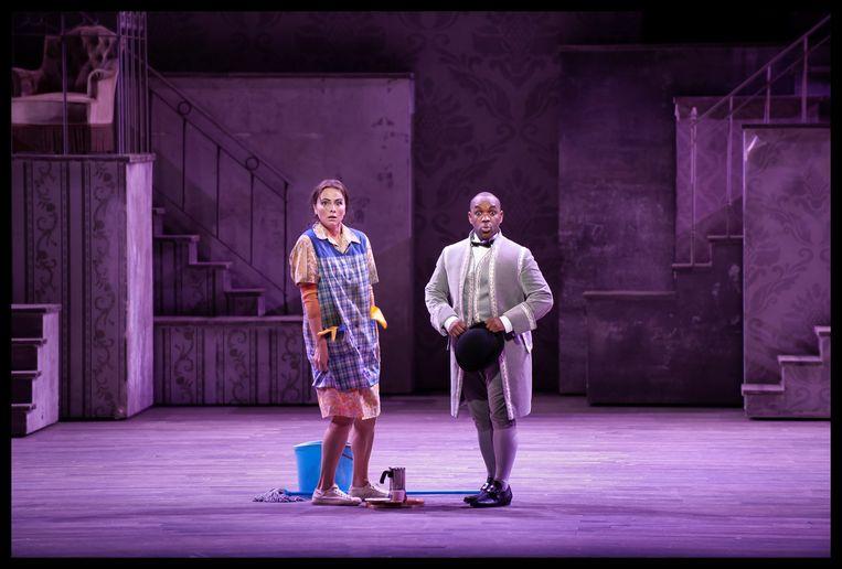 Liefde op het eerste gezicht tussen Assepoester (Isabel Leonard) en haar prins (Lawrence Brownlee) Beeld Baus