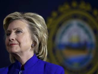 Hillary Clinton overhandigt private mailserver aan FBI