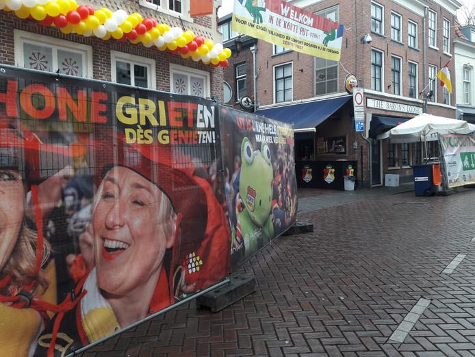 Ingang van de Korte Putstraat op de hoek met de Lange Putstraat.