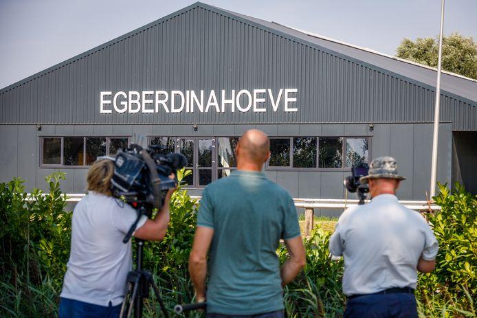 De manege en paardenhandel in Nijeveen, waar vrijdag een mega cocaïnewasserij werd gevonden.