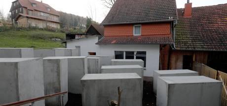Extreemrechtse Duitse politicus heeft opeens 24 betonblokken naast zijn huis