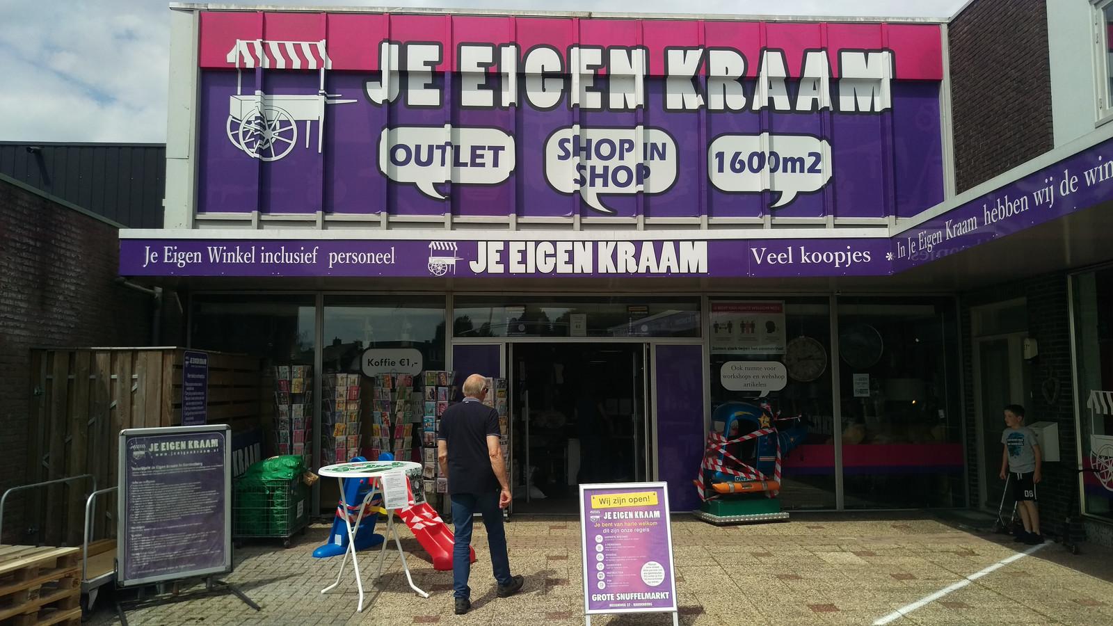 De ingang van 'Je Eigen Kraam' in Hardenberg.