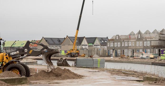 In Harderwijk worden in het Waterfront in razend tempo nieuwe woningen uit de grond gestampt.