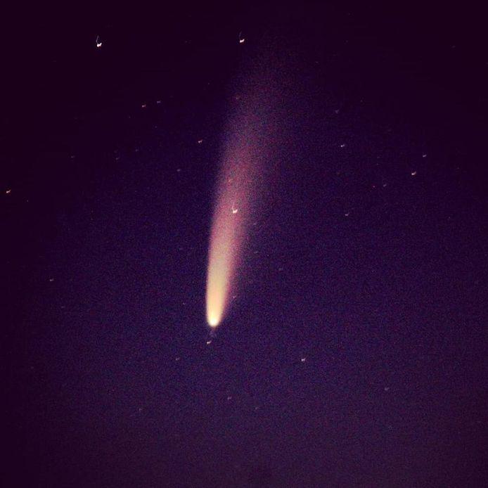 Komeet Neowise boven de Needse Berg Neede
