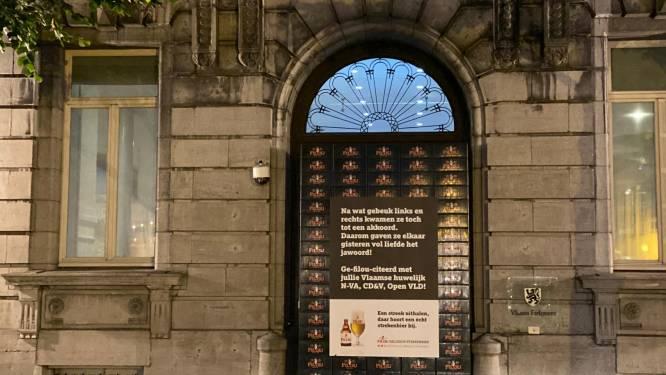 Tientallen bierbakken blokkeren toegang Vlaams parlement