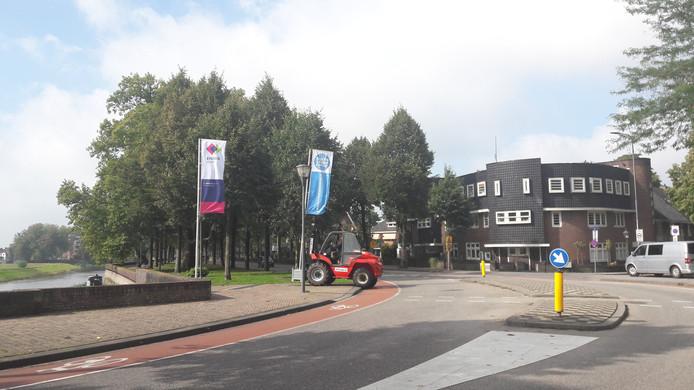 De vlaggen voor 'Swim' worden weggehaald in Den Bosch.